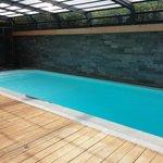 piscine chauffée couverte avec panneaux ouvrables