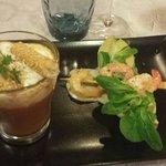 Velouté de crustacés façon capuccino et sa brochette de crevettes