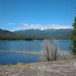 este lago esta a 10 minuntos de la ciudad de Shasta se llama Siskiyou lake