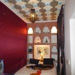 La chambre décorée avec goût