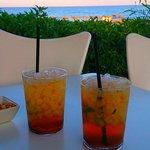 Mojitos en el chiringuito de la playa que posee el hotel