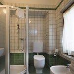 Panoramica del bagno di una stanza