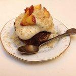 brutto ma buono: muffin al cioccolato con mousse alla pesca e mandorle