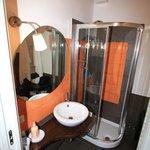 orange room bathroom