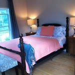 Beautiful Rooms, newly renovated with ensuite washrooms.