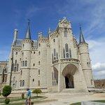 palacio episcopal de Gaudi