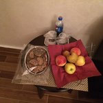 Pleasant surprise to find fresh complimentary treats in the room after a long day !!
