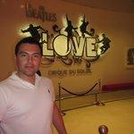Ingreso al Teatro Love The Beatles