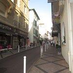 Sortie de l'hôtel en montant sur le centre de Biarritz