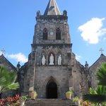 La cathédrale de Roseau sous le soleil
