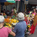 many people bought flowers