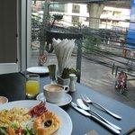 スクンビット通りを見下ろしながらの朝食
