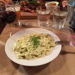Les ravioles sauce Saint Marcelin, délicieux et très copieux ! (Au second plan c'est les côtes