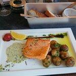 Piatto tipico con salmone