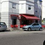 Foto da frente do café.