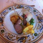 Carrè di agnello in crosta, involtini di pollo nel lardo colonnata, tagliata di angus americano