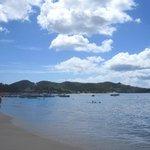 La plage de Grand Anse à gauche