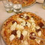 Pizza diavola bufala e cotto funghi