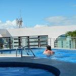 Espectacular piscina en lo más alto del Hotel