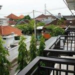 балкон Airport Kuta Hotel