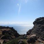 遠くに下北半島を望む山頂付近