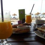 Súper desayuno frente al mar