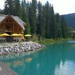 Blick auf Restaurant von der Brücke zur Lodge