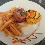 Médaillon de porc au serrano, sauce fois gras