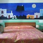Colori bellissimi, pareti verde tiffany e quadro blu notte di Strombolicchio sul mare