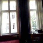 Encantadora habitación con vistas al patio berlinés