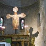 Crocifisso su altare