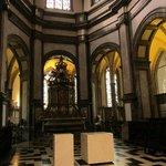 barokaltaar met reliekschrijn van het heilig haar