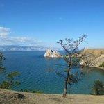 Вид на скалу Шаманка с острова Ольхон