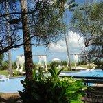 Área da piscina vista da varanda do chalé.