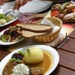 Käsespätzle mit Röstzwiebeln; Obatzda; Fränkische Vespaplatte; Sauerbraten mit Knödel