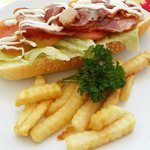 BLT (Bacon, Lettuce & Tomato Roll) With Chips