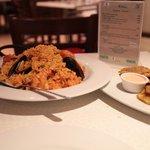Paella con Tostones
