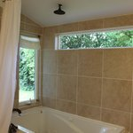 Sunstone jetted tub with ocean view