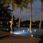 la piscine panoramique, le soir