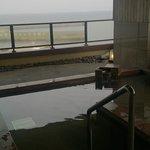 香深港を眺める露天風呂