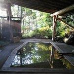 森のお風呂 朝が美しい