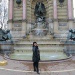 Fonte Saint Michel na Place Saint-Michel. Esta praça fica bem perto do hotel.