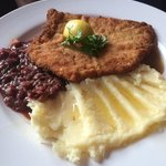 Schnitzel red cabbage and potatoes