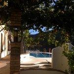 de la terrasse vers la piscine