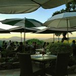 Outdoor dining area and view and sunset - La Verdoyante