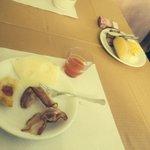 Piccola parte della vasta e nutrita colazione...mai mangiato una colazione del genere in nessun