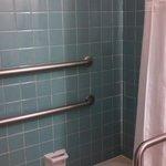 Shower w/ bathtub