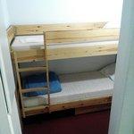 chambre pour enfants avec 2 lits superposés