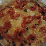 pizza senza glutine, con mozzarella di bufala.