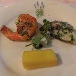 前菜。特にチーズの燻製、タコのハーブマリネが美味しい